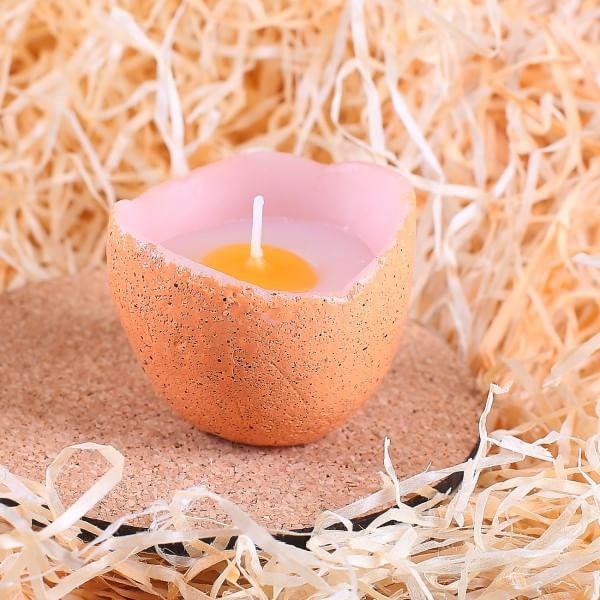 Kerze in einer natürlichen Ei-Form