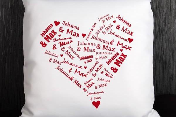 Herzkissen mit Namen der Liebenden